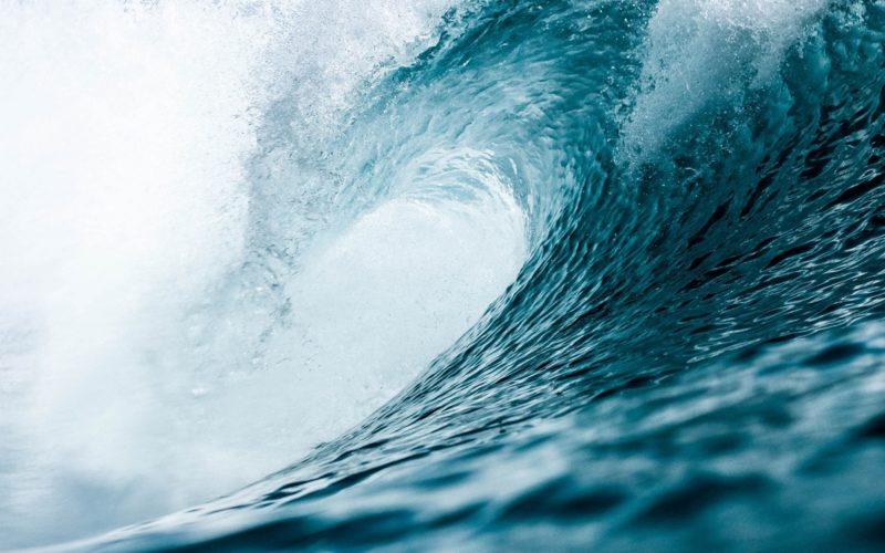 Focus photo of crashing waves